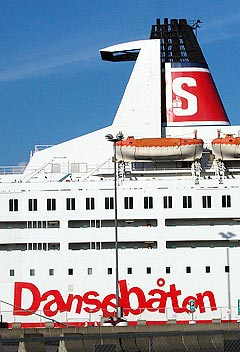 - Jeg tror den båten kommer til å se litt helvete ut, mener Madcon forran det store rap-cruiset. Foto: HEIDI B. NILSEN / SCANPIX.