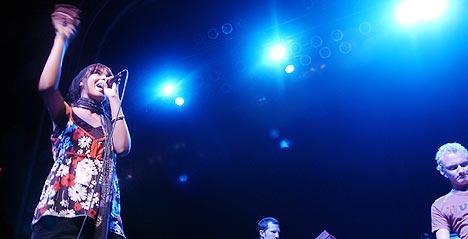 Maria Mena på USA-turne. Hun begynte sin turné med Hanson. 1500 tilskuere var møtt frem i Atlanta, Georgia. Da hun til slutt spillte singelen