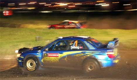 Solberg og Loeb kjørte mot hverandre i den første fartsprøven. Foto: SCANPIX/REUTERS/Paul McErlane