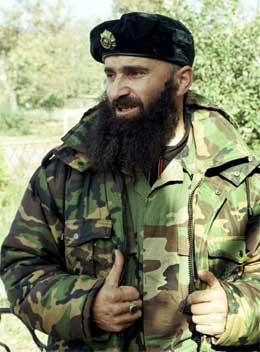 TERRORIST: Russland vil ikke fornye akkrediteringen til ABC etter intervjuet med Sjamil Basajev. (Arkivfoto: Scanpix)