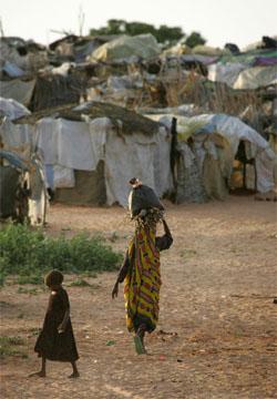 Fortvilet situasjon for internt fordrevne flyktninger i Darfur. (Foto: AFP/Scanpix)