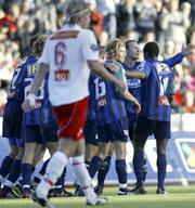 FFK depper, mens Stabæk jubler etter 1-1. (Foto: Jarl Fr. Erichsen / SCANPIX)