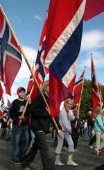 Flaggborgen var på plass da Rælingen fylte 75 år. Foto: Jan Henrik Mo/ NRK