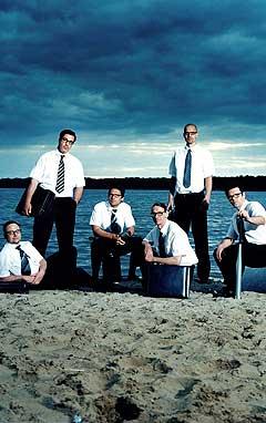 Mandag kommer Rammsteins nye album «Reise, Reise». Tirsdag 16. november spiller guttene fra Øst-Berlin i Oslo Spektrum. Vokalist Till Lindemann er nummer to fra venstre. Foto: Universal / SCANPIX.