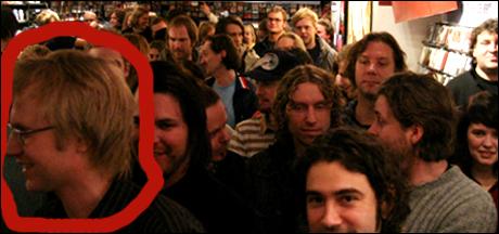 Hvis du sørger for at musikksjefen i P3, Håkon Moslet kommer - og liker det, da har du kommet et stykke videre.. [Foto: Kim Erlandsen, NRK]