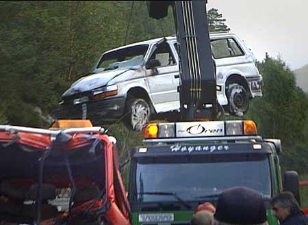 I denne bilen som fall av redningsbilen under kollisjonen, sat to personar. Foto Steinar Lote NRK.