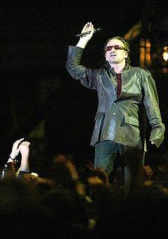Bono fra U2 på mandelakonsert i Cape Town.