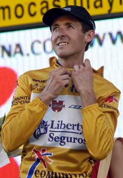 Roberto Heras beholder den gule ledertrøya. (Foto: AP/Scanpix)