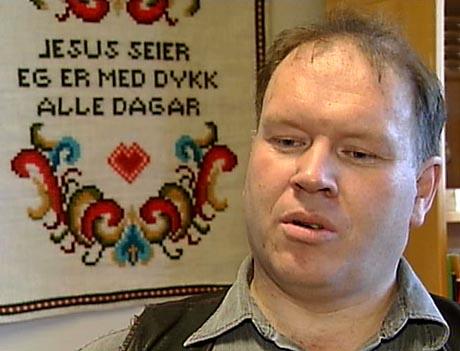 Kapellan Michal Møgster ville ha ro om Köhn-saka. I dag valde han å trekkje seg og dermed gje rom for Hamar-biskopen. (Foto: Rune A. Hansen, NRK)