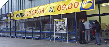 Ikkje kø: Det var ingen trengsel då Lidl sin butikk opna i Ålesund i formiddag.
