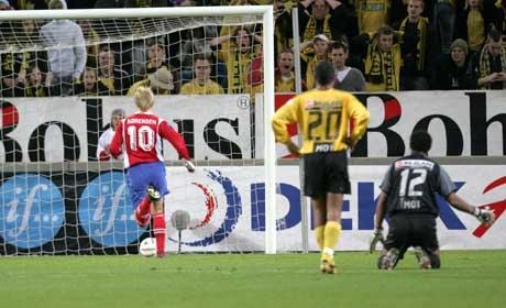 Jan Derek Sørensen gjør 1-0 for Lyn. (Foto: Bjørn Sigurdsøn / SCANPIX)