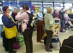 Avgangshallen på Værnes var i ettermiddag full av passasjerer som ble rammet av flykaoset i Sør-Norge.