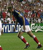 Zinedine Zidane utnytter skoforskningen maksimalt. Foto: NRK