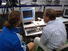 Adidas-laboratoriet forsker både på sko og fotballer. Foto: NRK.