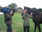 Hesten Zawas blir intervjua av Newton Foto: NRK