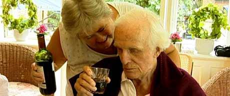 - Når personalet føler at de er med og gir de gamle et verdig liv til siste slutt, så blir de ikke syke. Så enkelt er det, sier Thyra Frank.