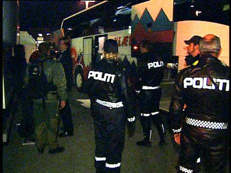 Etter at politiet kom til stedet roet det hele seg ned. (Foto; NRK/Bent Lindsetmo)