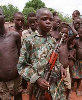 Barnesoldat i Darfur. (Foto: Scanpix / AFP)