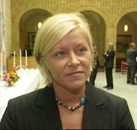 MISFORNØYD: Frps Siv Jensen er misfornøyd med at arbeidstakere kun får to milliarder i skattelette. (Foto: NRK)