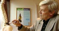 Staten kan spare milliarder på å få personer med muskel- og skjelettlidelser tilbake i jobb, sier professor Even Lærum.