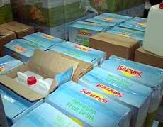 Politiet har gjort et stort beslag av sprit kamuflert som tropisk juice. (Foto: NRK)