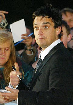 Robbie Williams' nye samleplate kommer på nytt format. Foto: AP Photo / AFP, Jim Watson.
