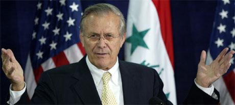USAs forsvarsminister Donald Rumsfeld innrømmer nå at Saddam Hussein neppe hadde noen forbindelse med Al Qaida. (Foto: AP/Scanpix)