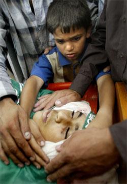 Den israelske aksjonen har krevd mange liv, blant dem 14 år gamle Nedal, som ble drept i flyktningleiren Jabaliya. (Foto: Reuters/Scanpix)