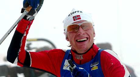 Ola Morten Græsli etter 3. plass i Holmenkollen 2003 (Foto: Scanpix/Bjørn Sigurdsøn)
