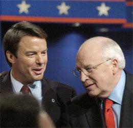 Både Dick Cheney (t.v.) og John Edwards kom bra fra den første duellen mellom de to. (Foto: AFP/Reuters)