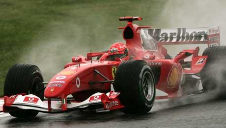 Michael Schumacher var klart raskest på den våte Suzuka-banen. (Foto: AP/Scanpix)