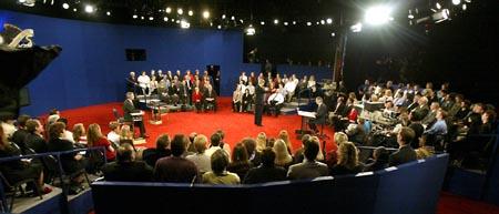 Debattscenen - ikke ulik en sirkusarena. (Foto: H.Mata, AP)