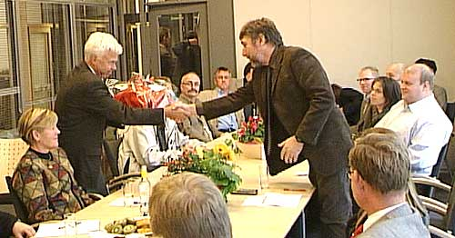 Stemningen var gemyttlig mellom ordfører Odd Tore Fygle (t.v.) og Per Arne Skogstad da Luftfartstilsynet åpnet sitt kontor i Bodø.