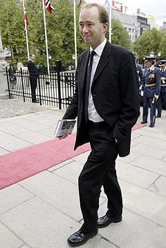 Den røde løperen til Stortinget er ok, men for mange andre røde løpere kan skade Giskes troverdighet som kulturminister, mener Beate Nossum. (Foto: Scanpix)