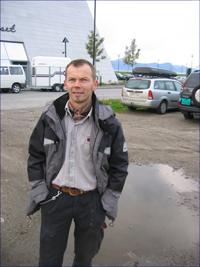 Ola Fremo på badelandtomta - tror badeland er god økonomi også, trass i kommunens økonomiske uføre. Foto: Gunnar Sandvik.