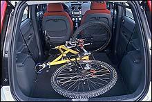 I den nye Colten kan man fjerne baksetene å få plass til en sykkel.