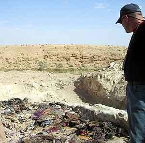 En av massegravene i den irakiske byen Hatra. Foto: Thannasis Cambanis-Pool, Reuters