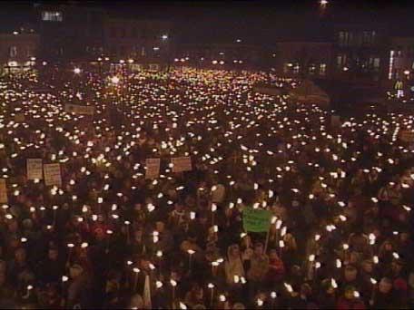 15.000 gikk i fakkeltog for sykehuset i fjor, nå mobiliseres det igjen. (Foto: Halvard Iversen)
