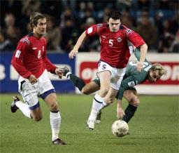 John Arne Riise spilte en god kamp mot Slovenia i går. (Foto:Scanpix)