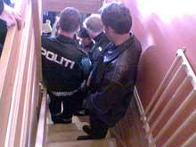 Sæther ble funnet død ved foten av denne trappa. (Foto: NRK)