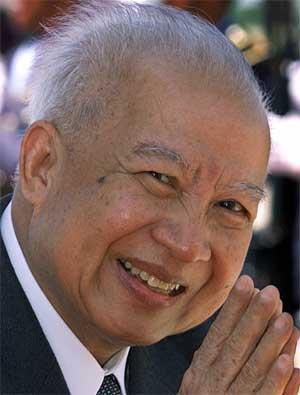 Norodom Sihanouk valgte å trekke seg tilbake fra kongsgjerningen foriige uke. (Foto: Scanpix / AP)