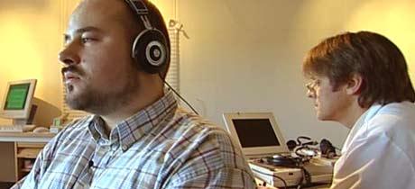 Leif Bøthun hadde vært til 4 allmennleger, og 3 spesialister før han fikk hjelp for sine tinnitusplager. Plagene var så sterke at han måtte slutte å studere. Nå etter behandling i to år, er han student igjen.