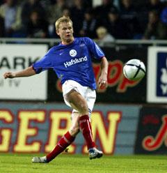Steffen Iversen scorer ett av sine to mål mot 3. oktober. (Foto: Morten Rakke / SCANPIX)