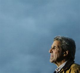 STØTTE: Storavisa The New York Times mener Kerry vil bli en mye bedre president enn George W. Bush. (Foto: REUTERS/Brian Snyder)