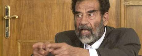 FENGSEL: En Saddam Hussein i fengsel har ikke før til en bedre verden. Kofi Annan tror heller ikke på anklagene om at Hussein skal ha kjøpt stemmer i FN før Irak-krigen. (Foto: AFP PHOTO/HO)