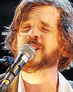 ... Eller så lukker han øynene. Foto: Jørn Gjersøe, nrk.no/musikk.