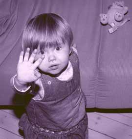 ØKNING: Stadig flere barn utsettes for familievold, mener eksperter. (Illustrasjonsfoto: Scanpix)