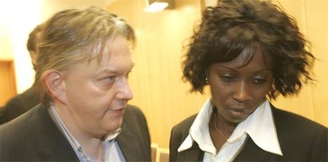 Trond Kristoffersen og hans kone Whitney Yaa etter at dommen er lest opp. (Foto: Terje Bendiksby / Scanpix)