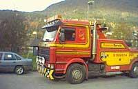Den estiske bergingsbilen som venta på å hente trekkvogna i Stryn. Arkivfoto Steinar Lote NRK.