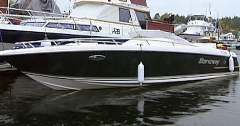 En av båtene politiet ser etter i Fredrikstad, er en 26 fots daycruiser - lik denne, som ble borte fra en nabohavn for to dager siden. Verdi: 800.000 kroner.